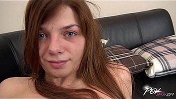 Девушка организовала мохнатку в колготах пошире и дала в анус