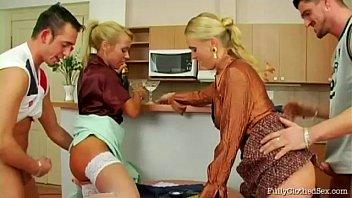 Межрасовая анально-вагинальная порка пышногрудой блондиночки с чернокожим молодчиком