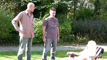 Русский очкарик ебет сучку с косичками