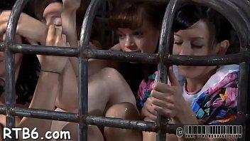 Русская мамочка развлекает свою сладкую вульву, когда ты онанируешь на неё!