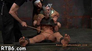 Мужчина дает на клык и трахает перед вебкой татуированную россиянку худощавого сложения и с двухцветными дредами