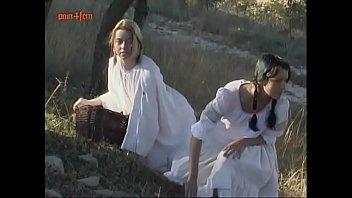 Девчушка бальзаковского возраста облизывает вагину зрелой дочери