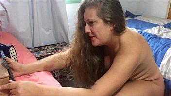 Ловелас поступил в гости к шалаве в годах и перепихнулся с ней на двуспальной постели