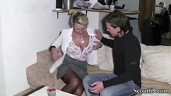 Красотка пожелала на ужасный анальный секс только лишь вскоре после мастерской разработки задницы