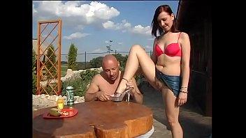 Охальник дрючит в вульву старушку в позе наездницы на переднем сиденье