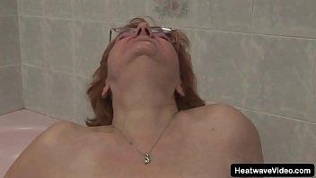 Её сочные губки так отличны, что молодчика от её мокрощелки не оттащишь и за уши