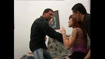 18-летняя русская девка ласкает влажную киску