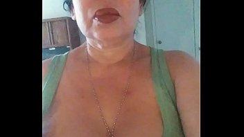 Муж не отпустил зрелую толстушку на работенку и занялся с ней еблей