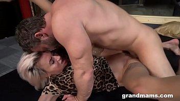 Красивый анальный секс в париже с молодой студенточкой по обмену