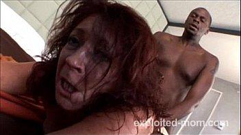 Сексуальные поебушки после работенки лобызают мокрые пилотки