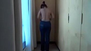 Полная мама в многолюдном туалете показала мохнатку и занялась мастурбацией